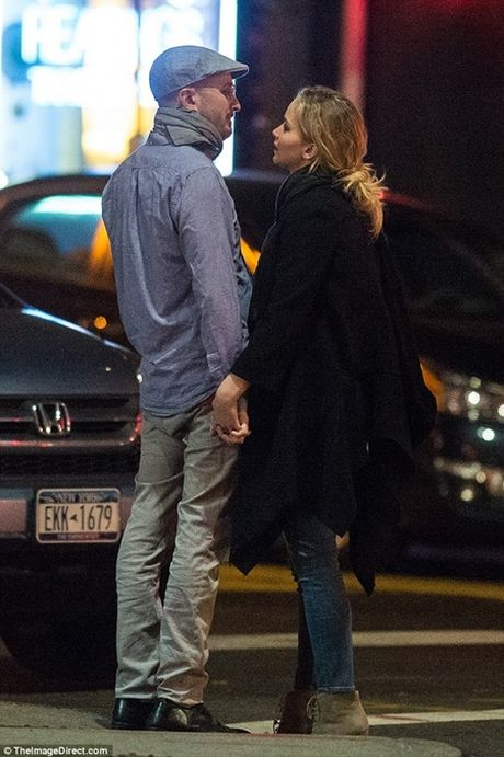 "Jennifer Lawrence quan quyt ""khoa moi"" dao dien 47 tuoi tren pho - Anh 7"