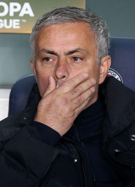 """Mourinho """"khoi dong"""" o M.U cham hon ca Moyes - Anh 1"""