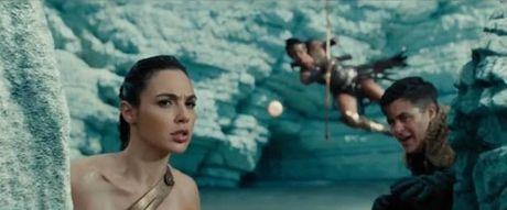 Man nhan voi hinh anh moi cua phim bom tan Wonder Woman - Anh 2