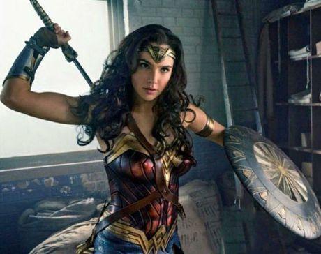 Man nhan voi hinh anh moi cua phim bom tan Wonder Woman - Anh 5