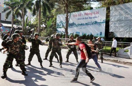 Dien tap chong khung bo tai cua khau Viet-Trung - Anh 1