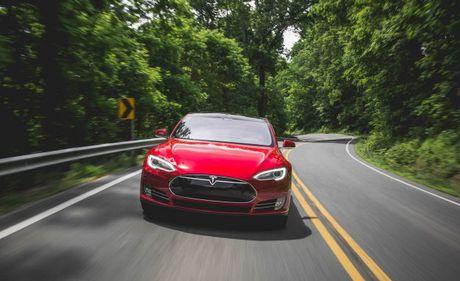 Tesla hoan thien cong nghe 'xe tu don chu' - Anh 1