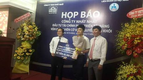 Ky thu tre co vua Nguyen Anh Khoi nhan goi tai tro 1,5 ti dong - Anh 1