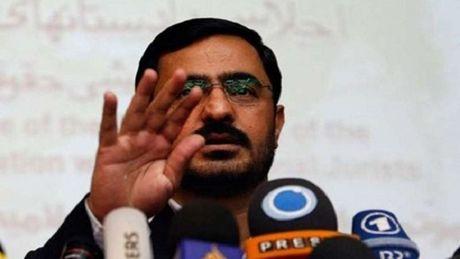 Iran: Cuu quan chuc bi phat 135 roi vi chiem doat cong quy - Anh 1
