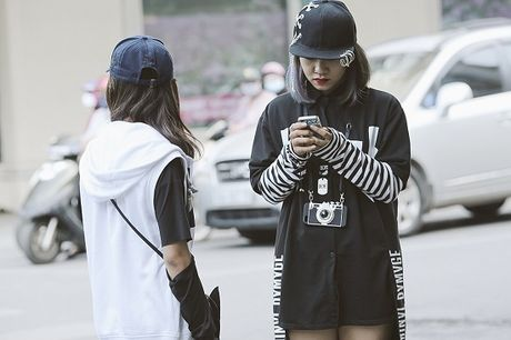 Street Style ngay thu 4: Cac 'bang hoi' fashionista khoe gout thoi trang cuc chat nhu the nao? - Anh 10