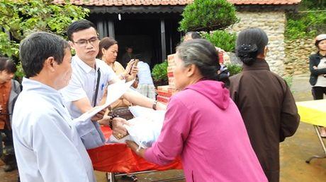 Nguoi dan TP Ninh Binh chia se kho khan voi dong bao Quang Tri bi lu lut - Anh 1