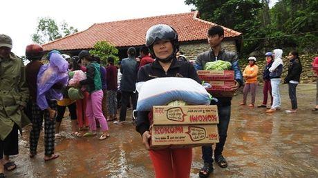 Nguoi dan TP Ninh Binh chia se kho khan voi dong bao Quang Tri bi lu lut - Anh 3