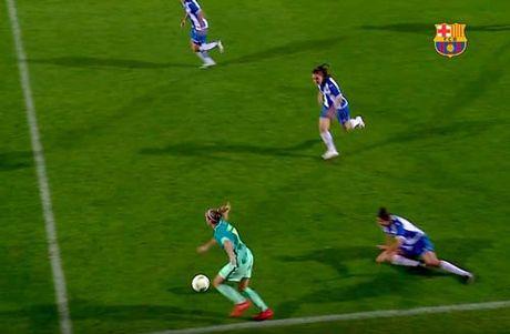 """Messi nu"" tai hien sieu pham solo cua Maradona - Anh 1"