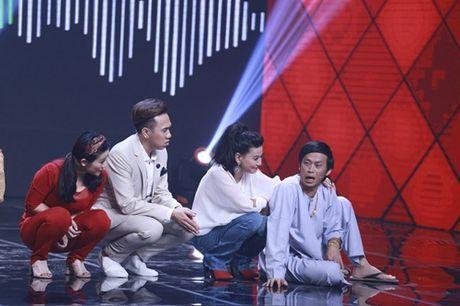 """Nha Cuoi: Hoai Linh """"ngat xiu"""" vi bi mat tien - Anh 11"""