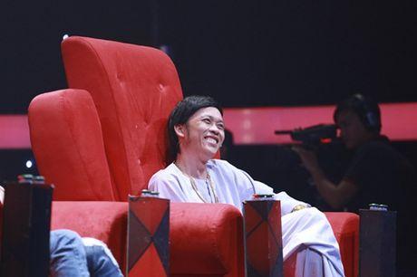 """Nha Cuoi: Hoai Linh """"ngat xiu"""" vi bi mat tien - Anh 1"""