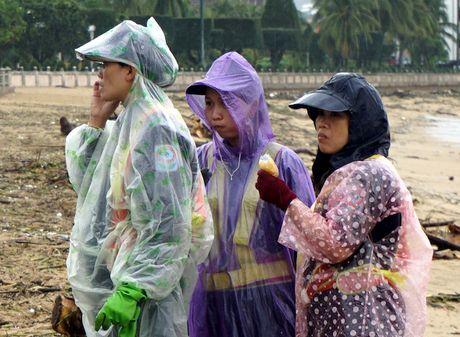 Lu ve, bo bien Nha Trang day cui rac nhu bai hoang - Anh 5