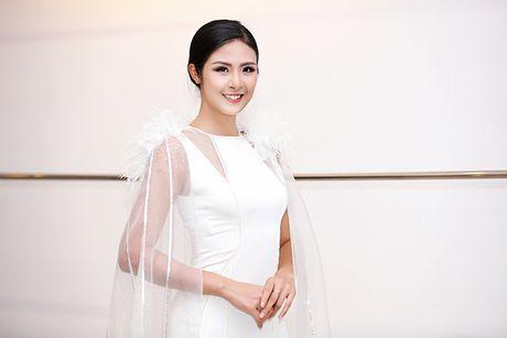 A hau Hoang Anh tai xuat sau nua nam vang bong - Anh 6