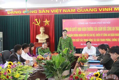 Khen thuong cac ca nhan tham gia kham pha nhanh vu an giet nguoi, cuop tai san tai pho Ngu Nhac - Anh 2