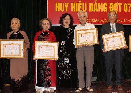 Trao Huy hieu Dang cho 128 dang vien quan Hoan Kiem - Anh 2