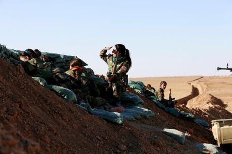 Nhung nu chien binh nguoi Kurd tren chien truong chong IS o Mosul - Anh 10
