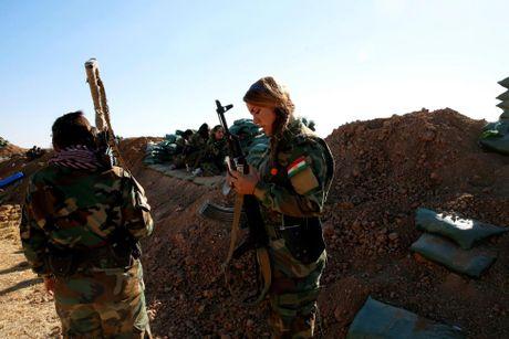 Nhung nu chien binh nguoi Kurd tren chien truong chong IS o Mosul - Anh 13
