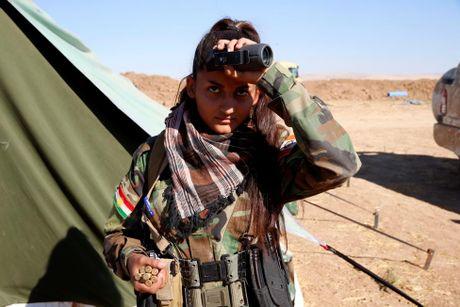 Nhung nu chien binh nguoi Kurd tren chien truong chong IS o Mosul - Anh 14