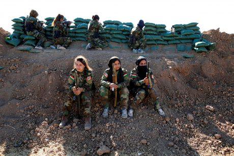 Nhung nu chien binh nguoi Kurd tren chien truong chong IS o Mosul - Anh 1