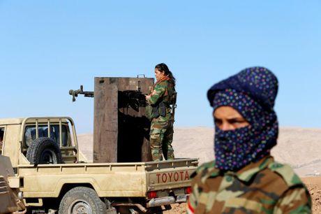 Nhung nu chien binh nguoi Kurd tren chien truong chong IS o Mosul - Anh 2