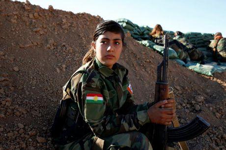 Nhung nu chien binh nguoi Kurd tren chien truong chong IS o Mosul - Anh 3