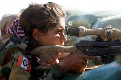 Nhung nu chien binh nguoi Kurd tren chien truong chong IS o Mosul - Anh 4