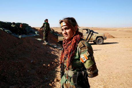 Nhung nu chien binh nguoi Kurd tren chien truong chong IS o Mosul - Anh 5