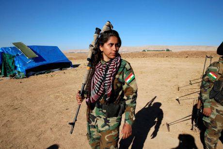 Nhung nu chien binh nguoi Kurd tren chien truong chong IS o Mosul - Anh 6