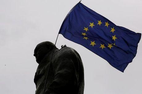 Brexit bat ngo gap tro ngai, My thuc Anh va EU 'mem deo' - Anh 1
