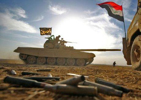 Video chien su: Quan doi Syria phong ten lua thieu rui xe bom IS - Anh 1