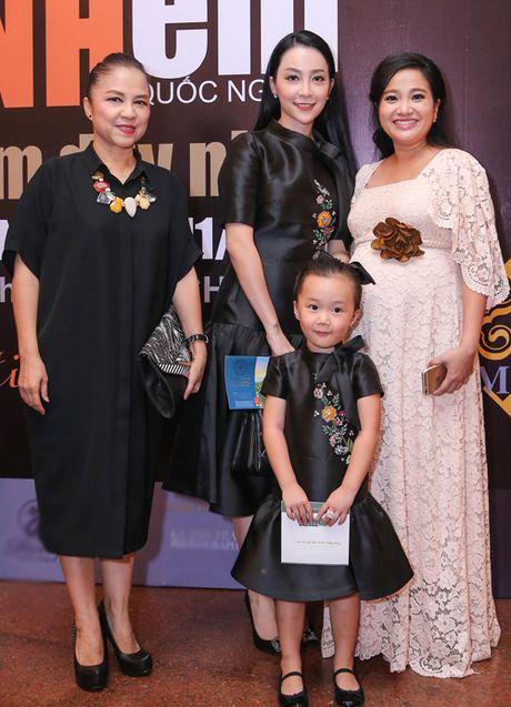 Me con Linh Nga mac ton-sur-ton di xem xiec - Anh 2