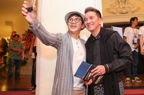 Me con Linh Nga mac ton-sur-ton di xem xiec - Anh 4