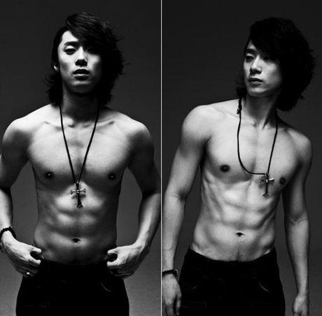 Ban sao Song Hye Kyo bi chi trich vi chup anh tu suong khi dang cho con bu - Anh 3