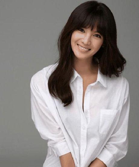 Ban sao Song Hye Kyo bi chi trich vi chup anh tu suong khi dang cho con bu - Anh 5