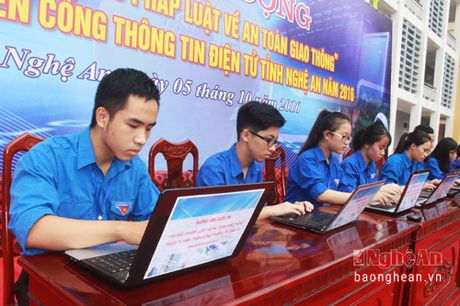 Gan 135 nghin luot tham gia 'Tim hieu phap luat ve An toan giao thong' (Baonghean.vn) - Tong so luot thi qua 4 tuan thi la 134.471 luot thi, trong do 28.092 luot thi tra loi dung het cac cau hoi (dat 20,89%). - Anh 1