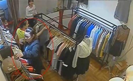 Nu quai trom vi tien cua khach chua 10 trieu dong trong shop quan ao - Anh 1