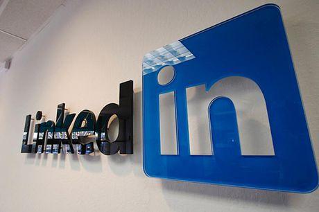 Tinh nang tren LinkedIn giup kiem tra muc luong ban dang duoc huong - Anh 1