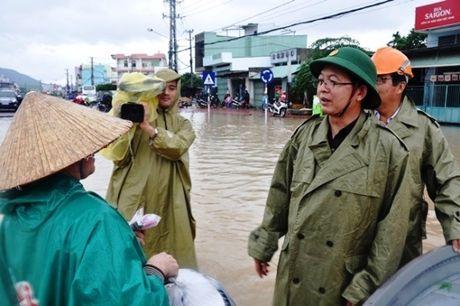 Quang Nam, Binh Dinh: Hang nghin hoc sinh van chua the den truong - Anh 1