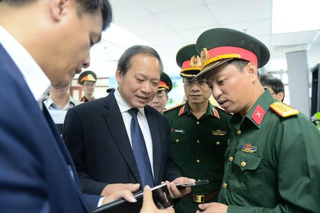 Bo truong Truong Minh Tuan ky vong Viettel se tu chu ve thiet bi vien thong - Anh 2