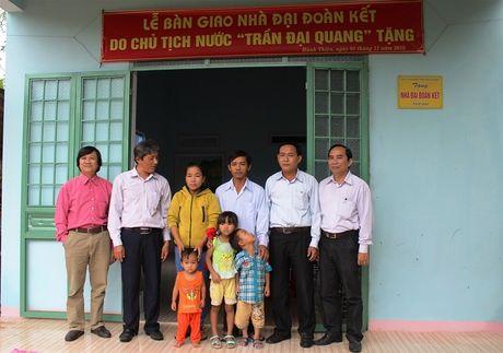 Quang Ngai: Ban giao 100 nha dai doan ket cho ho ngheo - Anh 1