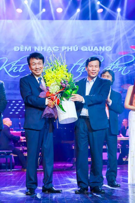 Ngoc Anh 3A roi nuoc mat trong dem nhac Phu Quang - Anh 2