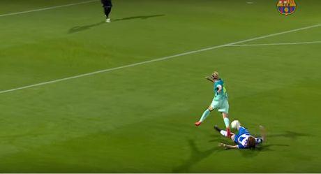 'Messi nu' lua bong qua 6 doi thu roi ghi ban - Anh 1