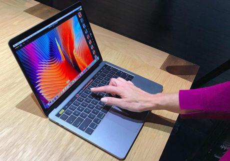 MacBook Pro 2016 duoc dat hang cao ky luc - Anh 1