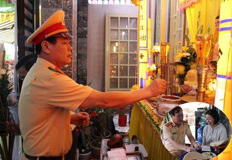 CSGT Da Nang tien dua cau be ung thu xau so - Anh 2