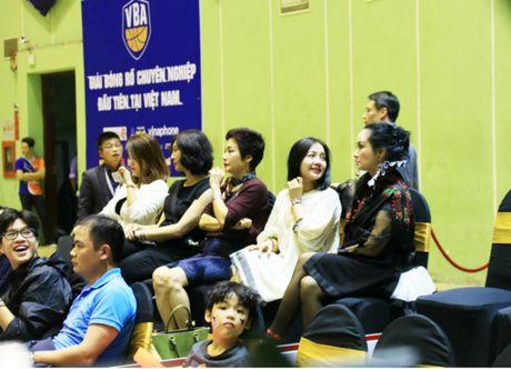 'Bong Lan' bau Kien ruc ro, Thanh Lam lanh lung tren san bong - Anh 2