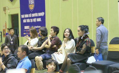 'Bong Lan' bau Kien ruc ro, Thanh Lam lanh lung tren san bong - Anh 3