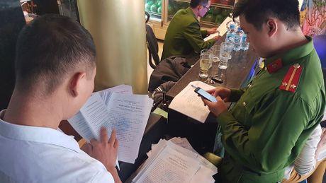 Dich than Chu tich phuong cung cong an thi sat quan karaoke - Anh 12