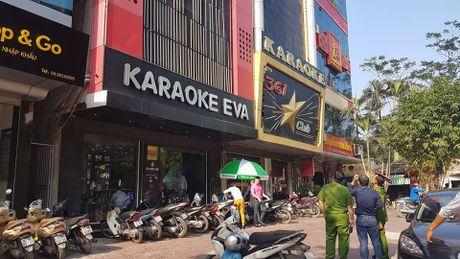 Dich than Chu tich phuong cung cong an thi sat quan karaoke - Anh 1