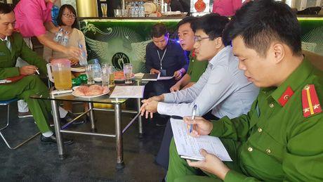 Dich than Chu tich phuong cung cong an thi sat quan karaoke - Anh 2