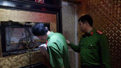 Dich than Chu tich phuong cung cong an thi sat quan karaoke - Anh 8