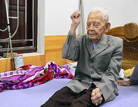 Bac Ninh: Cu ong 105 tuoi co ban chan ky la - Anh 1